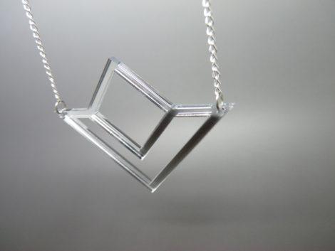 collier géométrique miroir