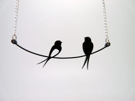 collier oiseaux sur fil